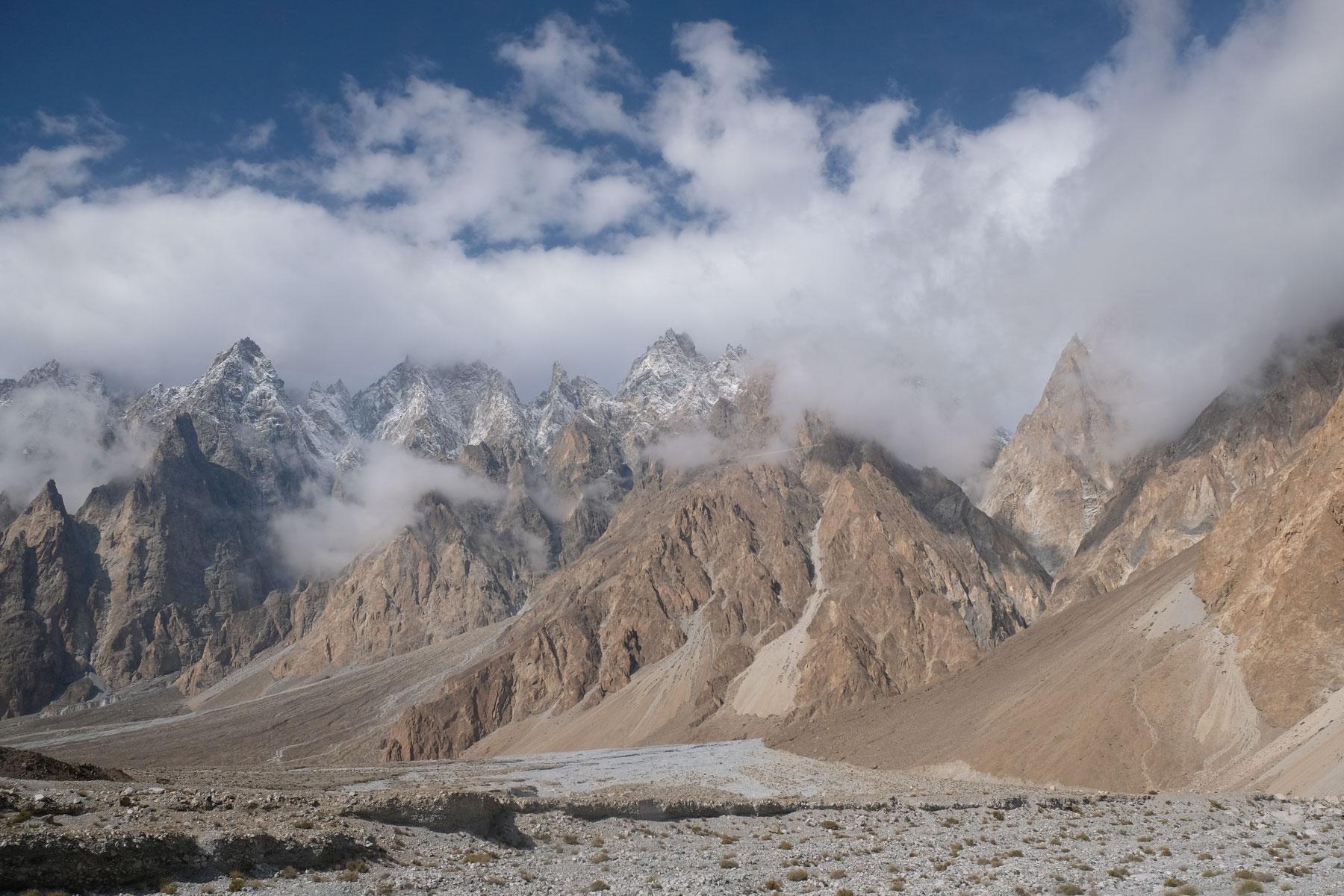 Auf dem nach Passu bekommen wir einen ersten Eindruck von der Bergwelt Nordpakistans