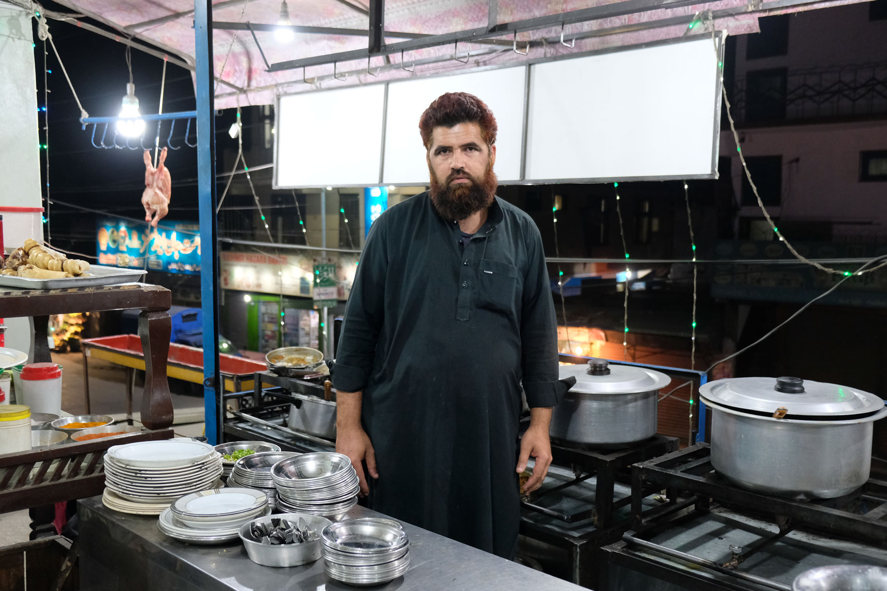 Hier werden wir öfters Essen gehen. Warum der Koch so traurig aussieht? Ohne Kamera in Sichtweite sieht er eigentlich ganz zufrieden aus... Und kochen kann er sehr gut! :-)