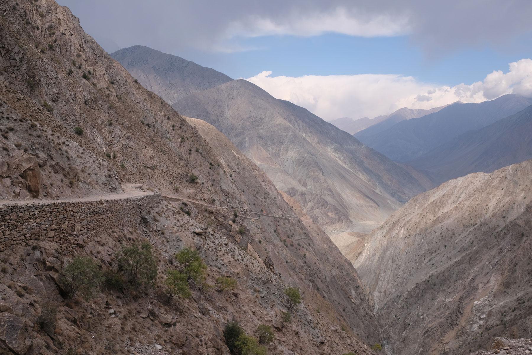 Immer höher schrauben wir uns hinein in die Berge