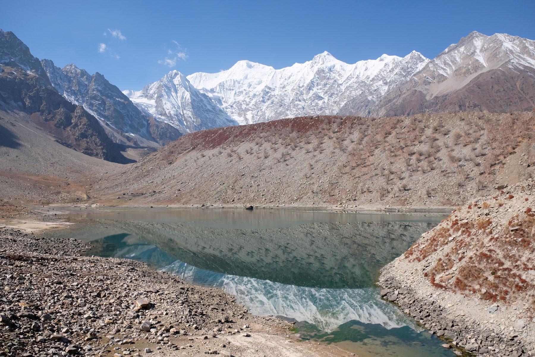 Der Rama Lake hat aktuell einen niedrigen Wasserstand, uns gefällt er trotzdem