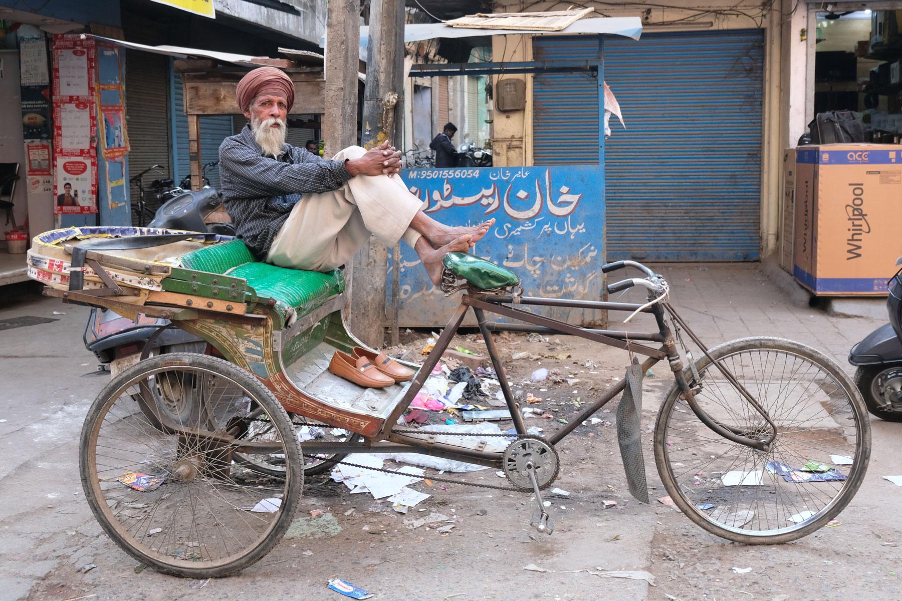 In den engen Straßen Amritsars ist die Fahrradrikscha immer noch ein ganz normales (und abgasfreies) Fortbewegungsmittel