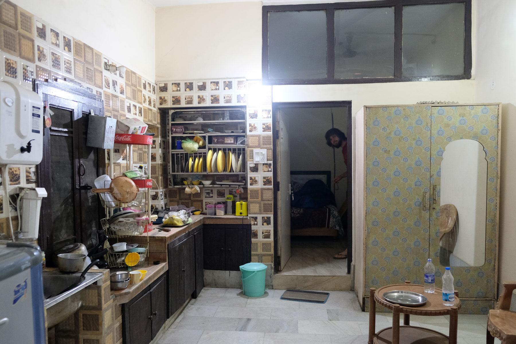 Die Hostelküche liegt direkt vor unserem Zimmer