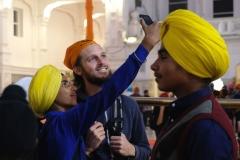 Der goldene Tempel ist der erste Ort auf unserer Reise, an dem es auch für die männlichen Besucher Pflicht ist, den Kopf zu bedecken