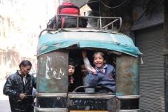 Besonders die Kinder haben ihren Spaß mit uns fremd aussehenden Besuchern. Hier die Rikscha, die die Kinder von der Schule abholt.