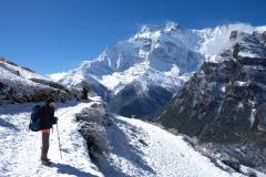 Um uns herum blicken wir auf die 7.000er des Annapurna-Gebirges