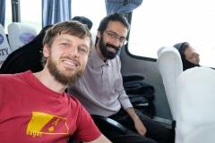 Noch auf dem Weg zur Grenze erleben wir die letzte schöne Begegnung im Iran: Vahid uns zum Abendessen zu ihm nach Hause ein, leider müssen wir absagen. Die Grenze wartet...