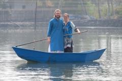 Während wir mit dem Boot über den See schippern dürfen...