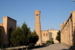 Minarett mit langem Schatten
