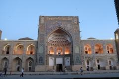 Die Khoja-Gaukushan Madrasa mit schöner Beleuchtung