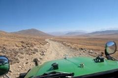 Auf der staubigen Straße geht es immer weiter hinauf auf die Deosai Plains