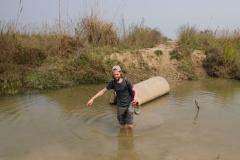 Auch kleine Flussdurchquerungen stehen gehören zum 'Jungle Walk' dazu
