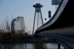 Das futuristisch wirkelnde Ufo-Restaurant am Donauufer