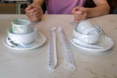 Hygienewahn in China? Gerne wird das Geschirr eingeschweißt an den Tisch gebracht...