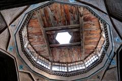 EIne historische Holzdecke in einem Seitetrakt der Anlage