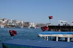 Türkische Flaggen wehen im Wind