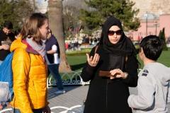 Im Gespräch mit Mutter und Sohn, für die Schule gefilmt mit dem Handy