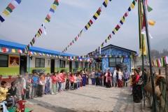 Er lädt uns ein, gemeinsam mit ihnen Losar, das tibetische Neujahr, zu feiern und wir nehmen seine Einladung sehr gerne an