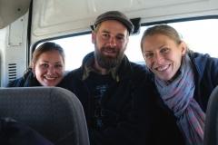 Mit Julia und Simon in der letzten Reihe unseres Kleinbusses