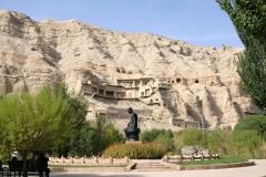Die 'Tausend-Buddha-Höhlen' bezeichnen 236 buddhistische Felshöhlen, die teils nach wie vor sehr beeindruckend bemalt sind. Leider sind aber nicht alle Höhlen zugänglich und einige auch stark beschädigt.