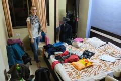 Die große Frage beim Couchsurfing ist immer: Wie werden wir schlafen? In Mumbai treffen wir es luxuriös, denn wir bekommen das Zimmer von Dheerajs jüngerem Bruder zur Verfügung gestellt.