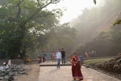 Die Erkundung aller Höhlen ist mit einem kleinen Spaziergang verbunden