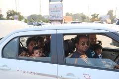 Wie viele Leute passen in ein Auto?