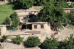 ...mit regelmäßigen Blicken auf afghanische Dörfer auf der anderen Flussseite