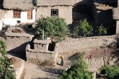 ...afghanische Dörfer auf der anderen Seite des Flusses.