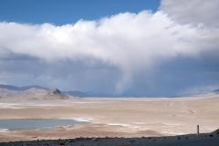 Zurück auf dem Pamir Highway, der sich durch die Hochebene des Pamir-Gebirges schlängelt