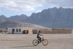 Ein Junge flüchtete sich vor dem Sandsturm nach Hause