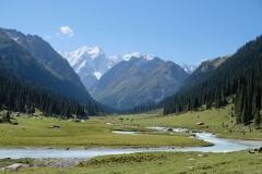 Angekommen! Von hier aus haben wir eine tolle Sicht auf den Gletscher. Doch was so idyllisch wirkt...
