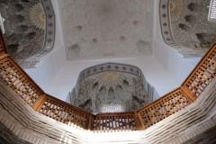 Das Innere des Mausoleums ist reich verziert. Hier: Blick auf die Innenseite der Kuppel