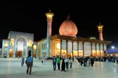 Auf dem Gelände des Schāh-e Tscherāgh, der Begräbnisstätte von Begräbnisstätte von Amir Ahmad und Mir Muhammad, beide Brüder des Imam Reza