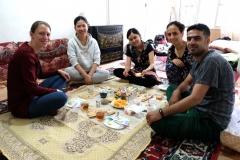 Ein frühes Frühstück mit Tschin Ling und Li Ding und unseren Gastgebern Mehrane und Mahmoud, bevor wir nach Persepolis aufbrechen