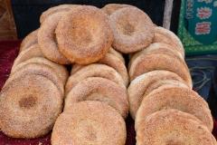 Beim Bäcker daneben gibt's ofenfrisches Sesambrot - lecker! :-)