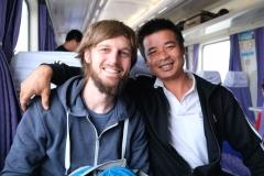 Nette Begegnungen prägen diese Zugfahrt. Auch ohne gemeinsame Sprache.