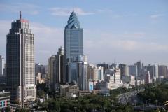 Von Urumqi hatten wir ein ganz anderes Bild im Kopf und sind sehr überrascht, als wir auf einmal dessen beeindruckende Skyline vor uns sehen