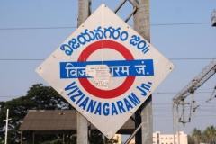 Angekommen in Vizianagaram. Etwas verschlafen steigen wir morgens aus dem Nachtzug, der uns hierher gebracht hat.