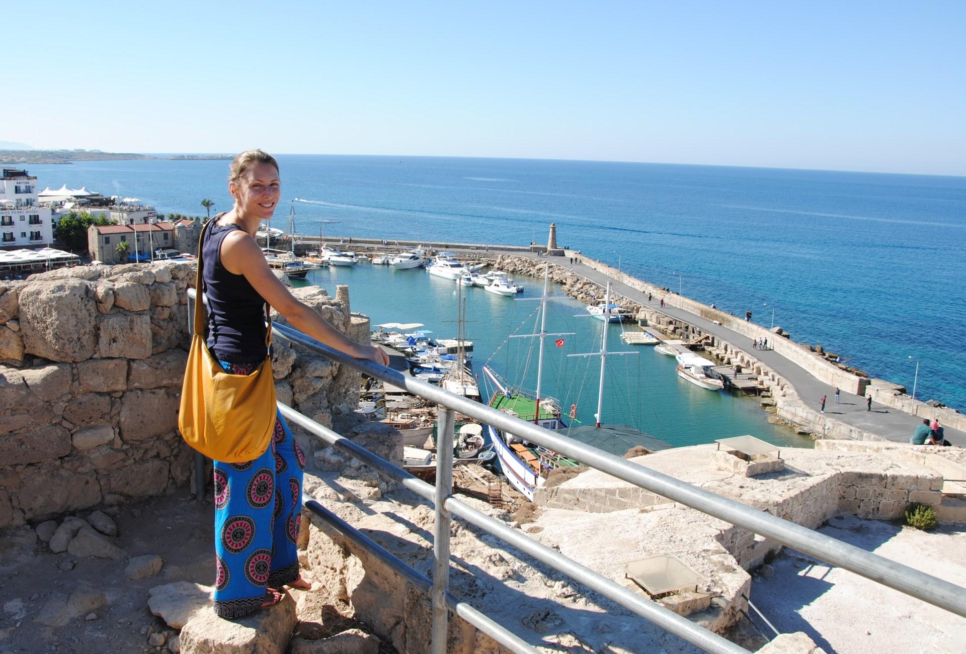 Leo vor dem Hafen von Girne