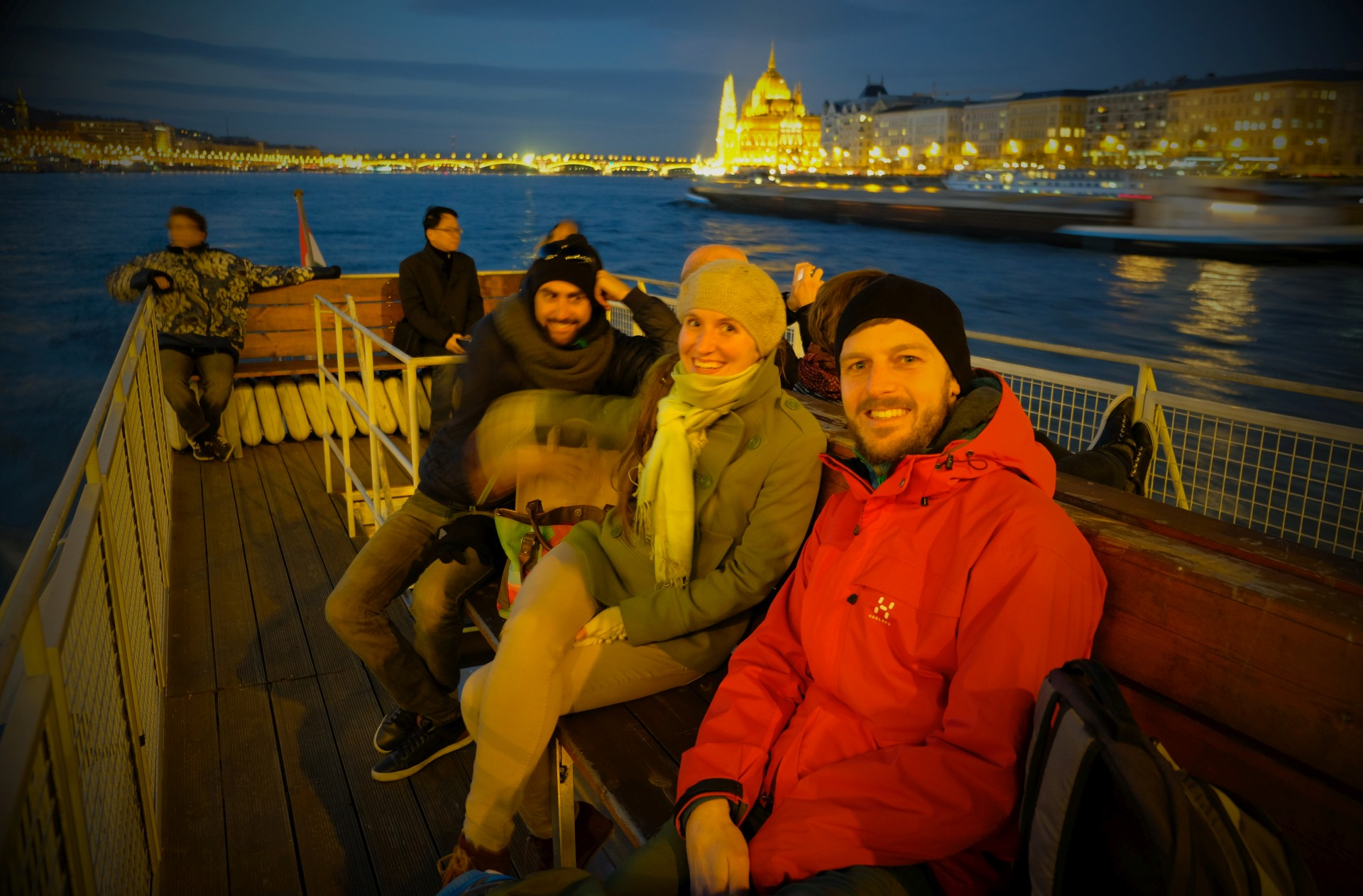 Lali, Dorka und Sebastian auf einem Schiff