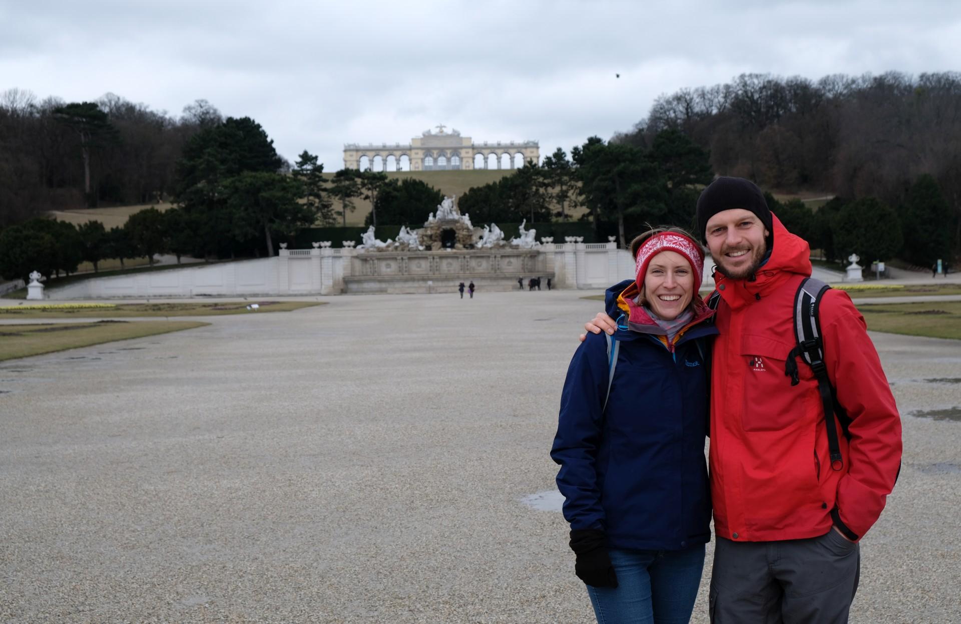 Leo und Sebastian vor Schloss Schönbrunn