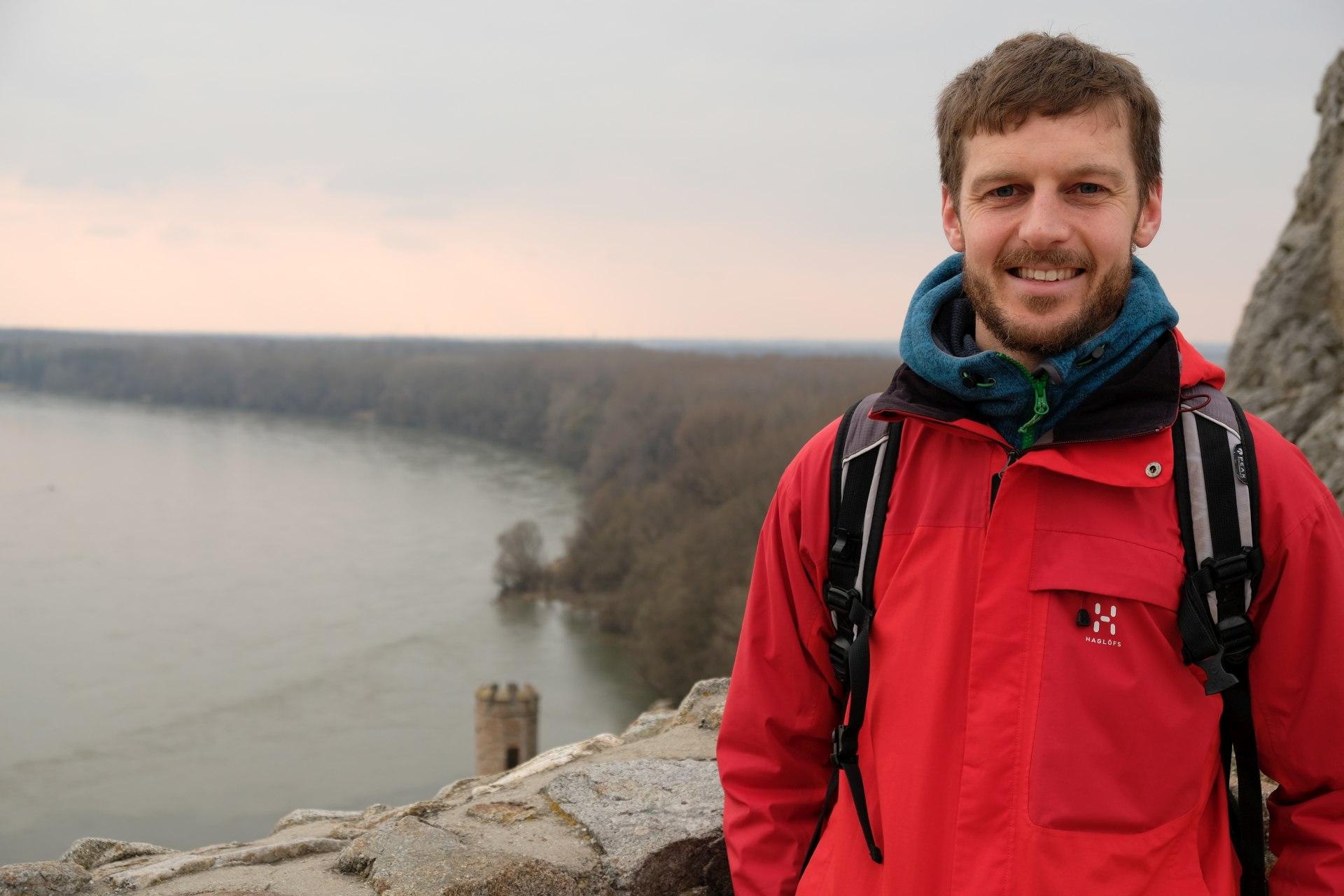 Sebastian mit Blick auf die Donau