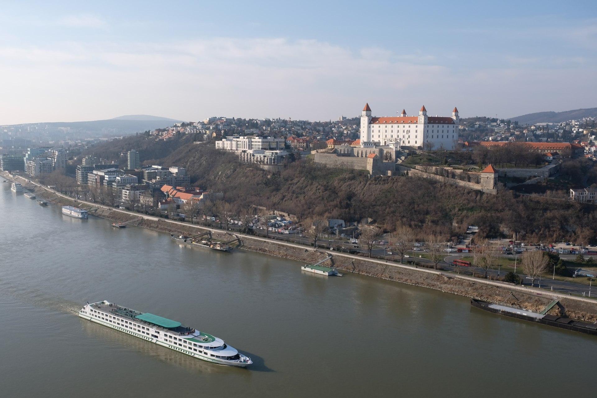 Das Bratislaver Schloss und die Donau