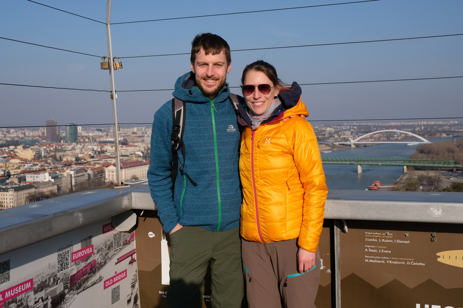 Sebastian und Leo auf einem Aussichtsturm in Bratislava