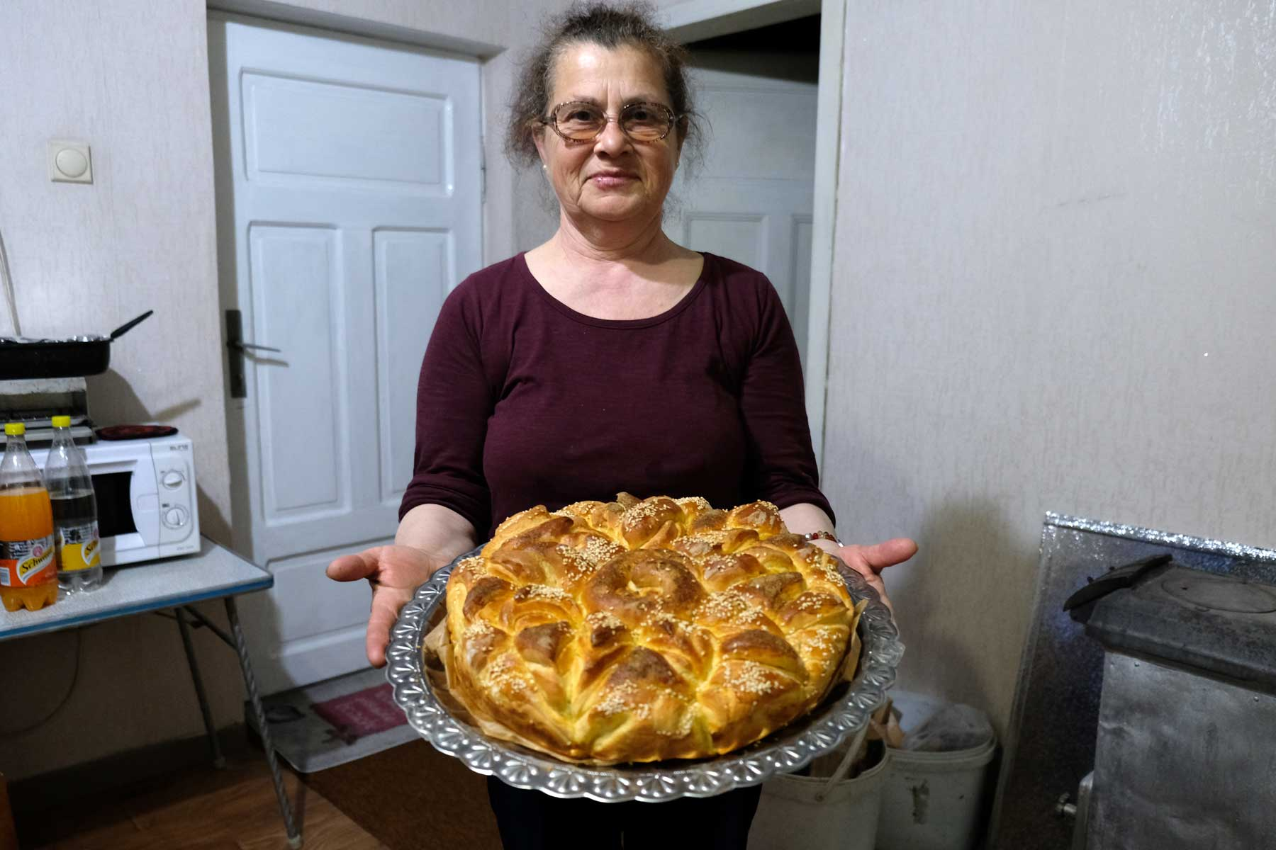 Petranka präsentiert die fertige Pitka