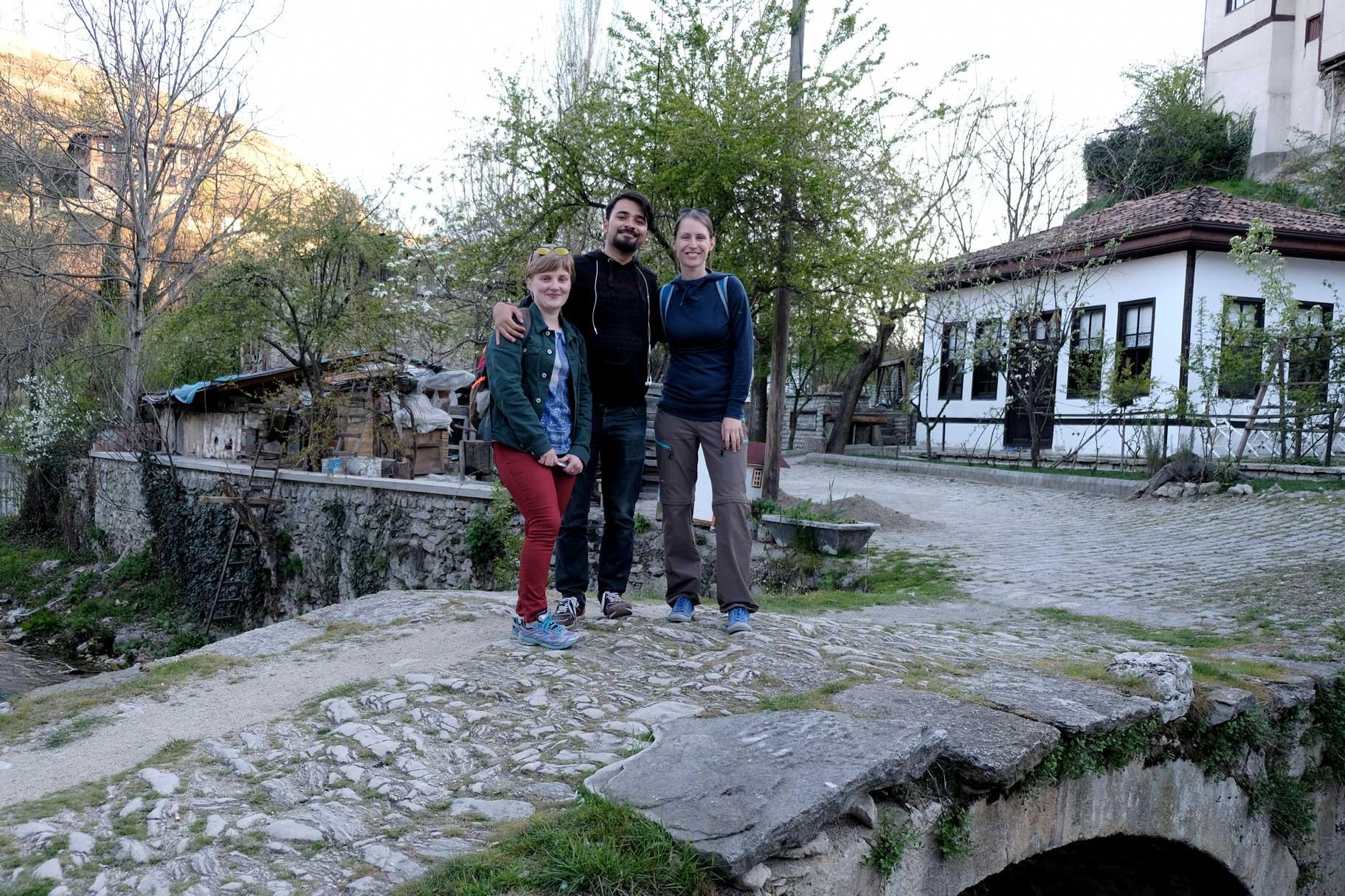 Mustafa und Natalia nehmen zeigen uns versteckte Ecken in Safranbolu