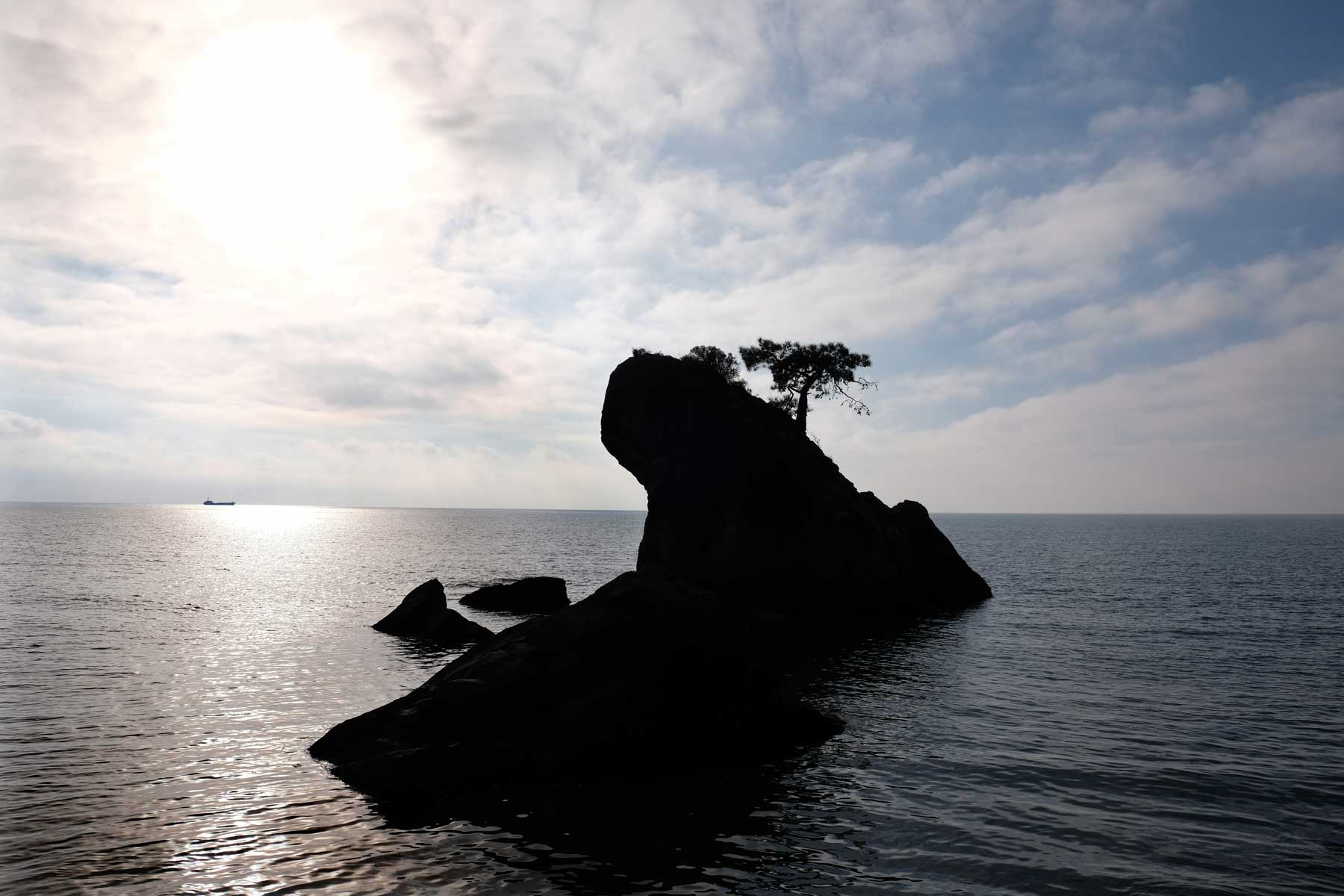 Eine kleine Insel im Meer
