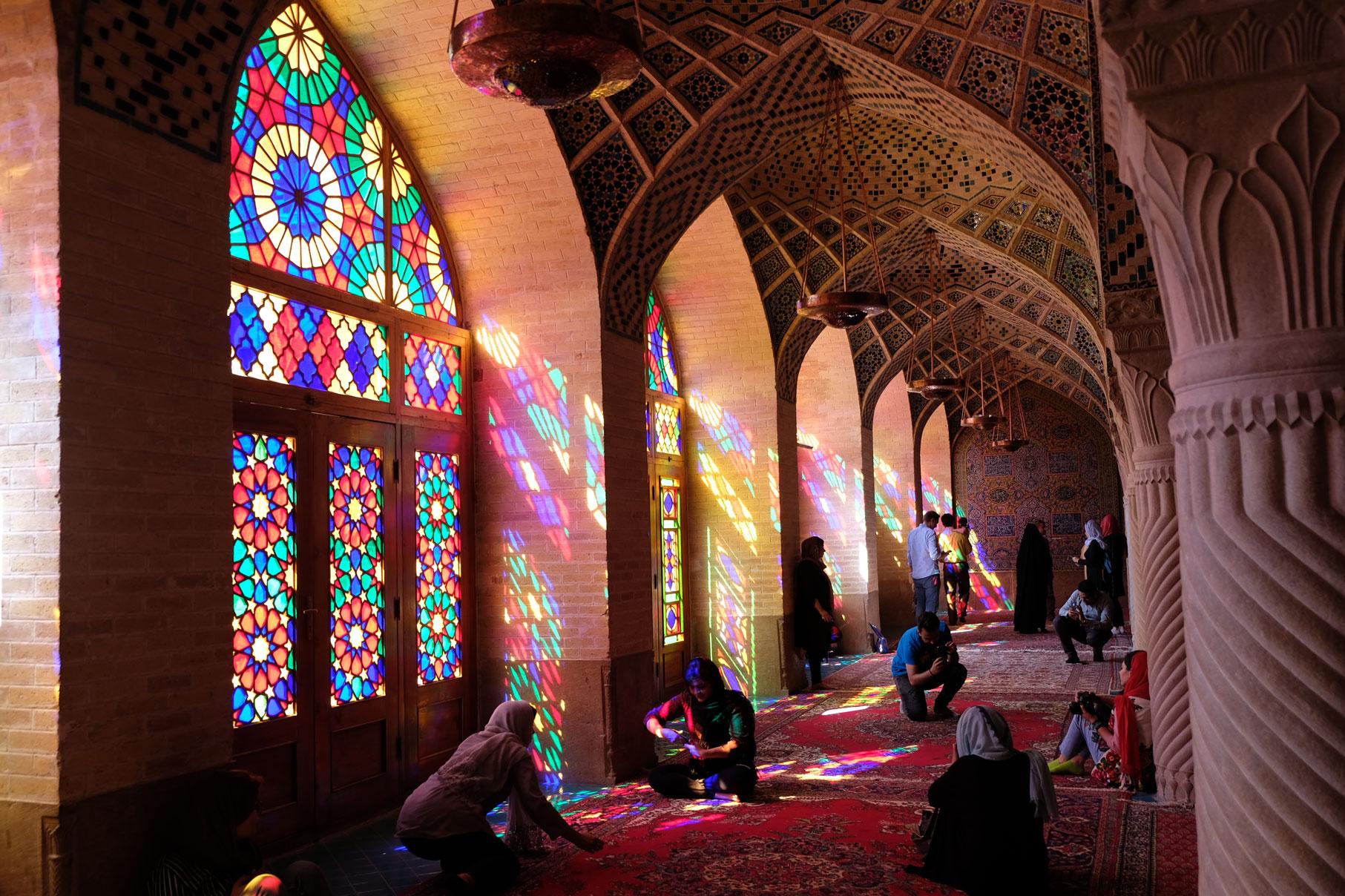 Gebetsraum der Pinken Moschee in Schiraz