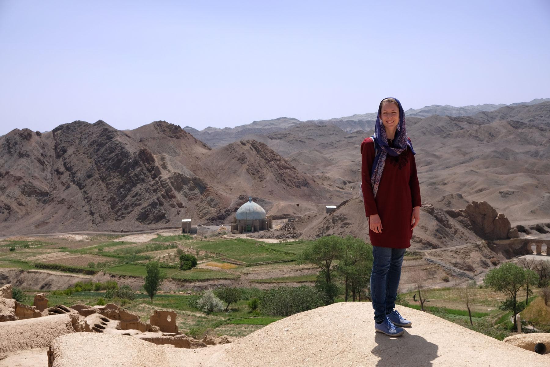 Vom Dorf aus hat man einen tollen Blick auf die umliegenden Felder und Berge