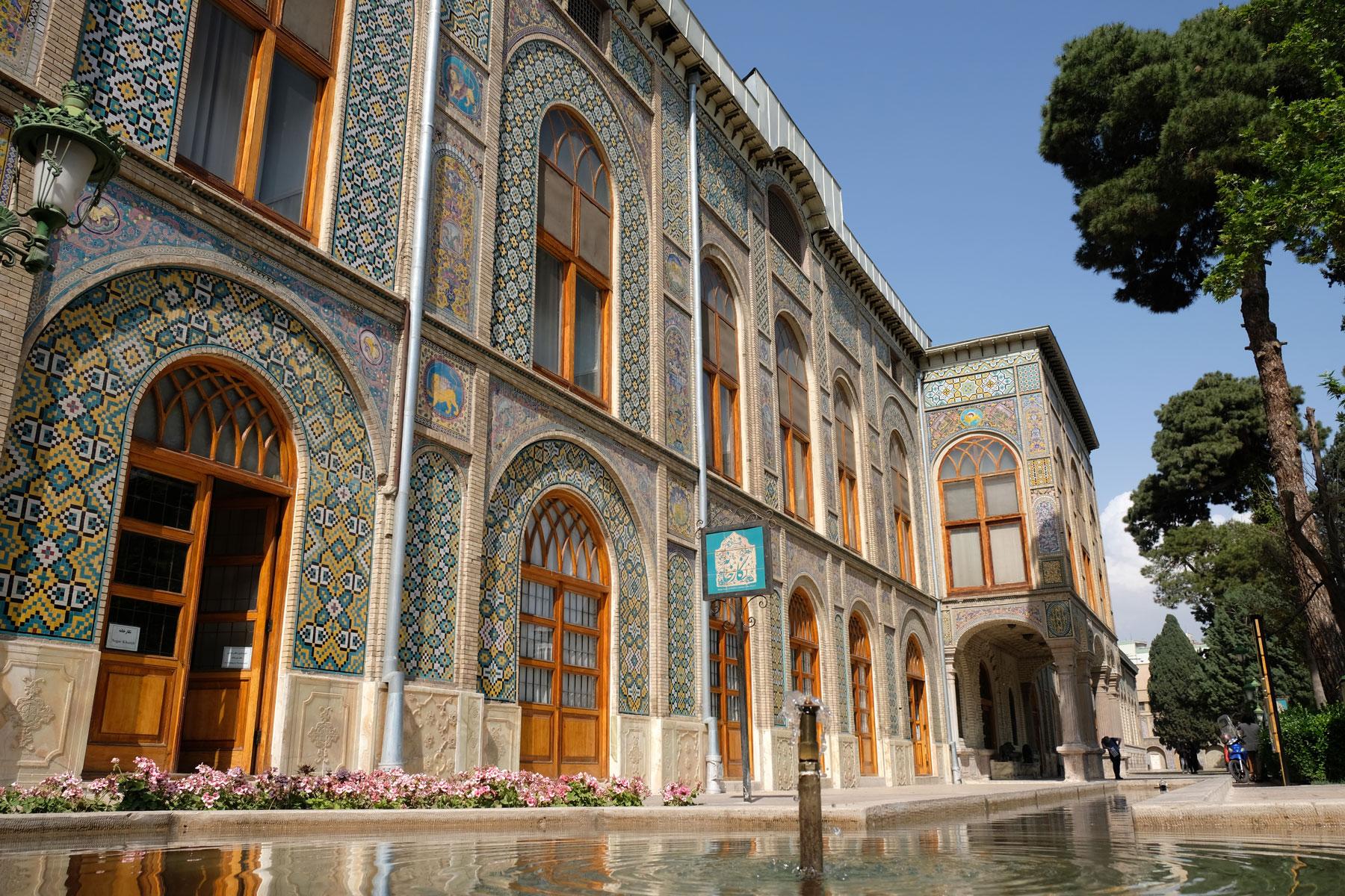 Ein Gebäude im Golestan Garden Palace